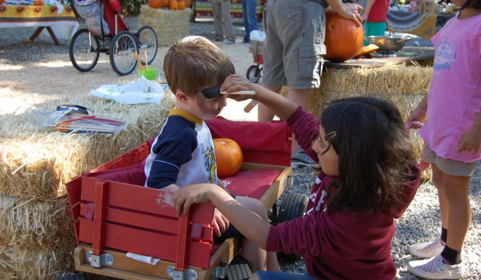 Neighborhood Pumpkin Carving and Parade